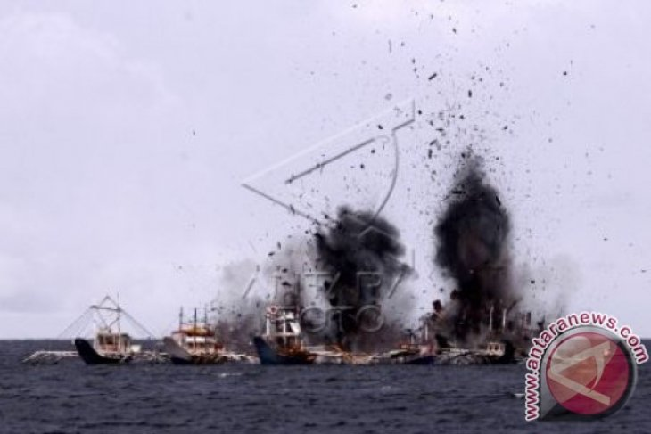 TNI AL Tenggelamkan 10 Kapal di Batam