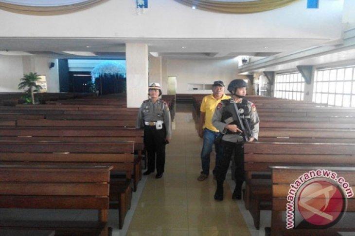 Polrestro Bekasi intensifkan pengamanan empat gereja rawan