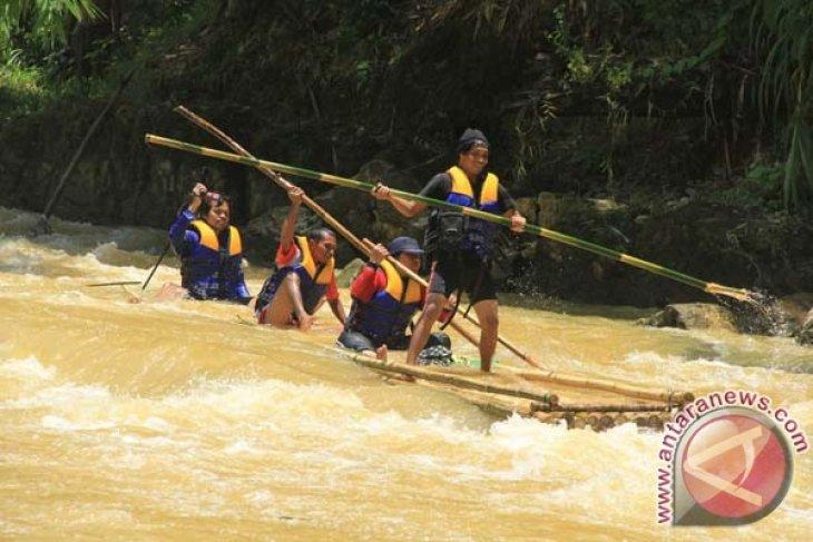 Hst Tawarkan Bamboo Raft Adventure Antara News Kalimantan Selatan