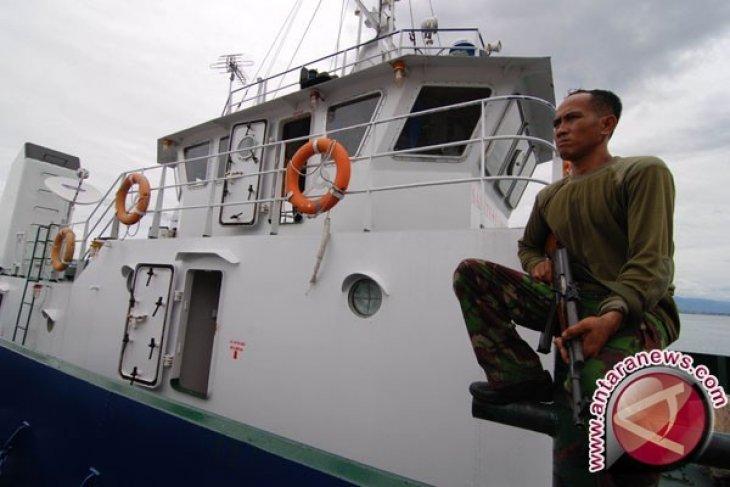 Kapal perang TNI AL kejar kapal nelayan yang  dibajak