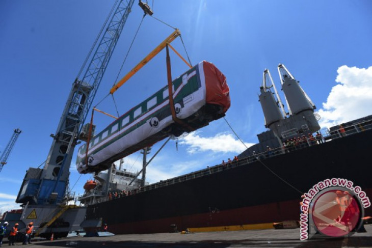 Indonesia exports railway carriages to Bangladesh