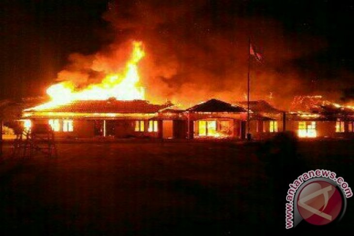 Bupati Landak Minta Kadis Lapor Polisi Terkait Kebakaran Kantor