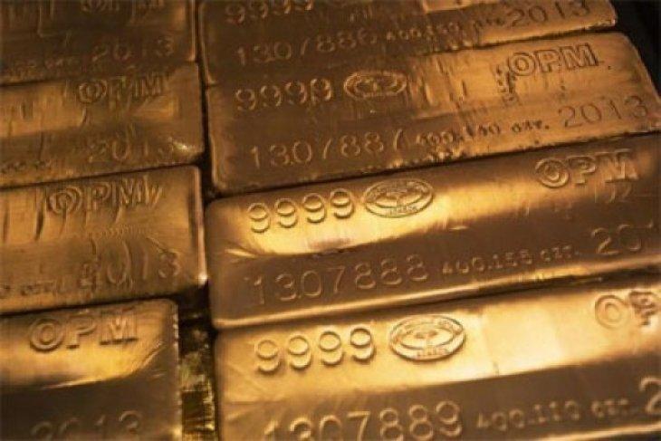 Emas naik karena keraguan atas kesepakatan perdagangan tekan ekuitas