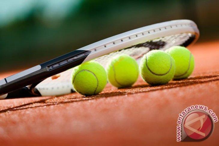 Lapangan tenis Senayan batal digusur