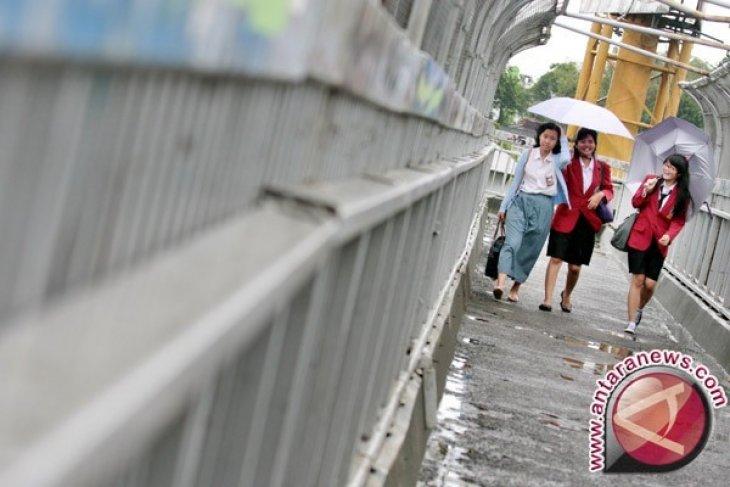 BMKG: Hujan berpetir di Jakarta Ahad siang