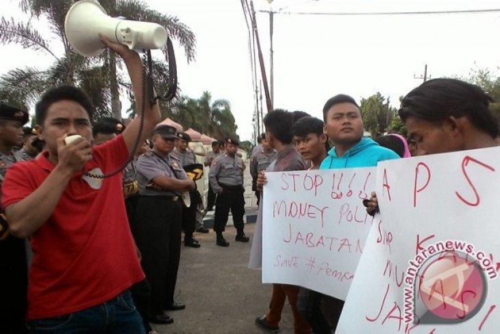 Pemuda Sumenep Demo Soroti Kinerja Aparatur Pemda