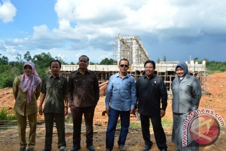 Komisi B DPRD Sintang Tinjau Infrastruktur