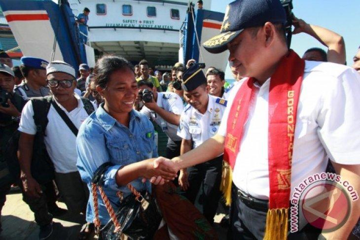 Menhub Tinjau Fasilitas Pelabuhan Penyeberangan Gorontalo
