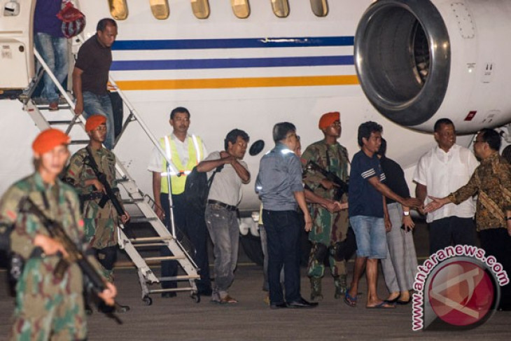 Another three Indonesian hostages released by Abu Sayyaf