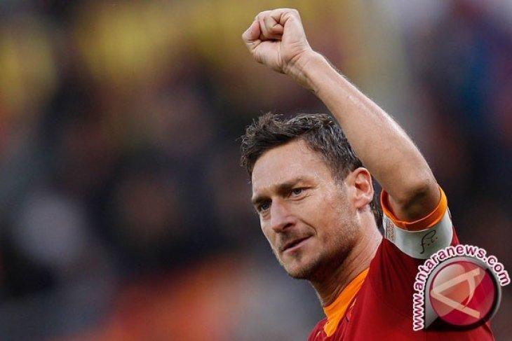 Seragam terakhir Totti di Roma diluncurkan ke luar angkasa