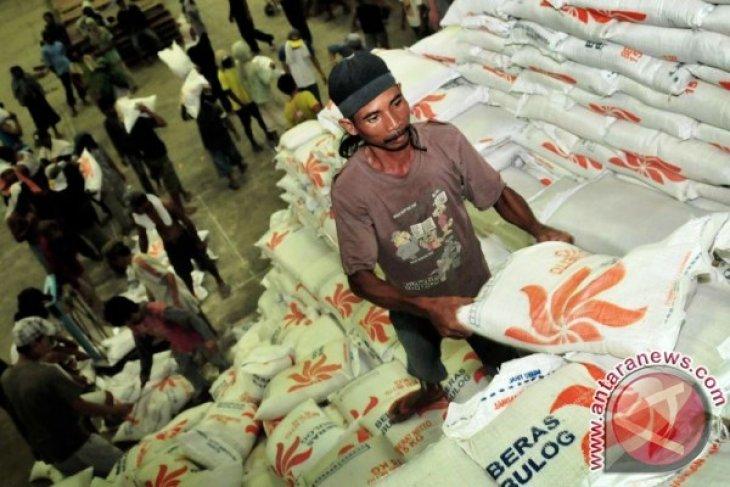 Stok beras Perum Bulog Divre Maluku aman
