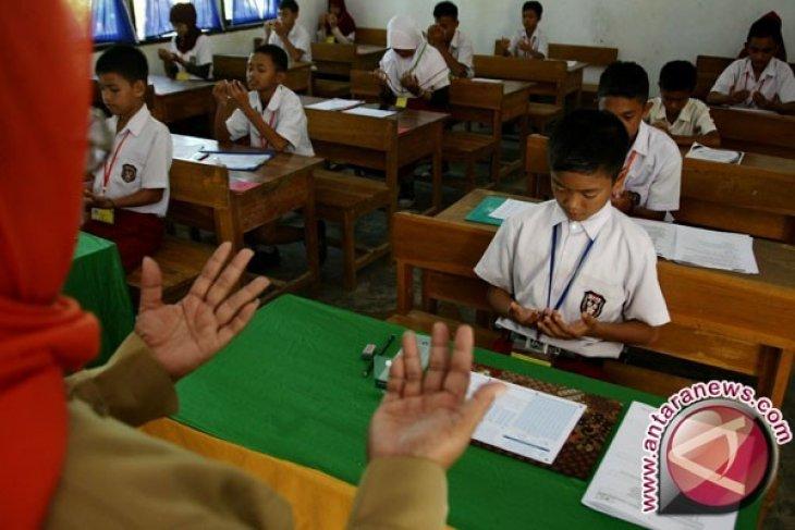 Mendikbud Tinjau Pelaksanaan UAS SD Bangka Tengah