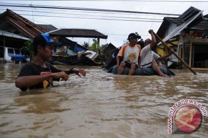 Ratusan Korban Banjir Bandang Subang Mengungsi