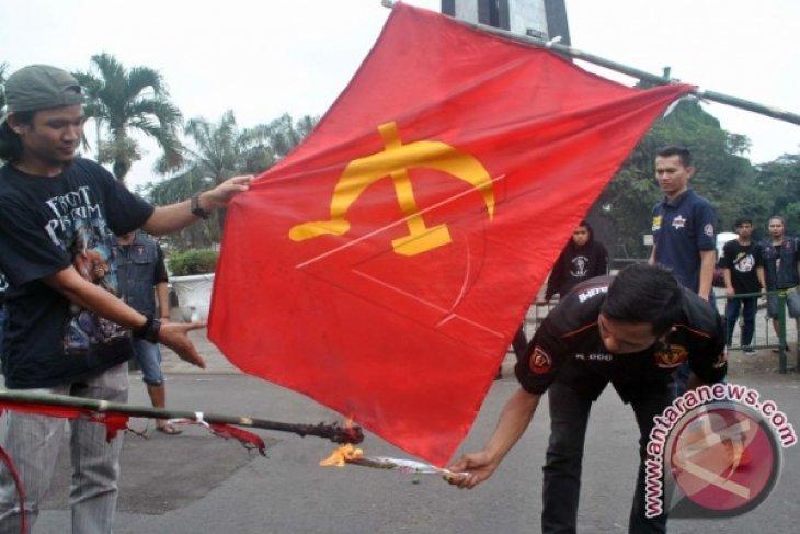 The Organizer of the Symposium on Anti Communist met Luhut B Pandjaitan and Anies Baswedan