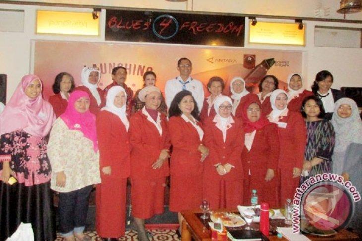 Parni Hadi: Menulis Cerdaskan Perempuan Indonesia