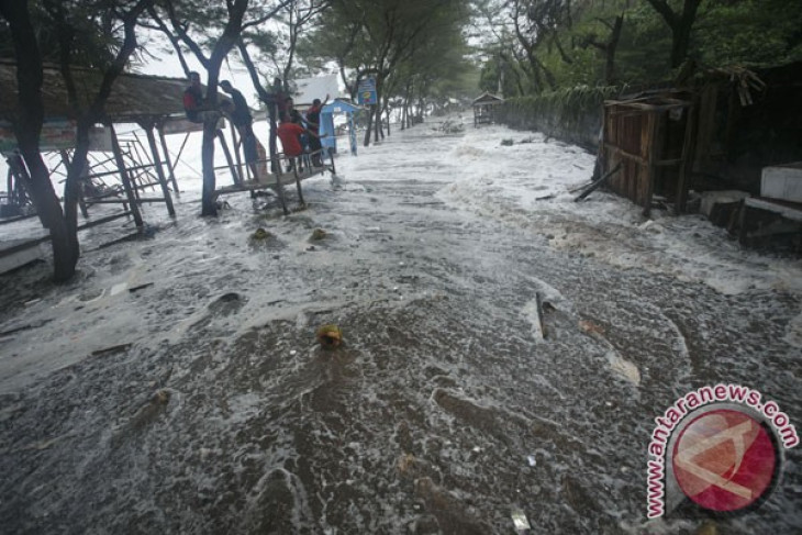 Thousands of Gunung Kidul residents evacuate following floods
