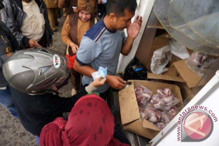 300 Kilogram Daging Disiapkan Dalam OP Karawang