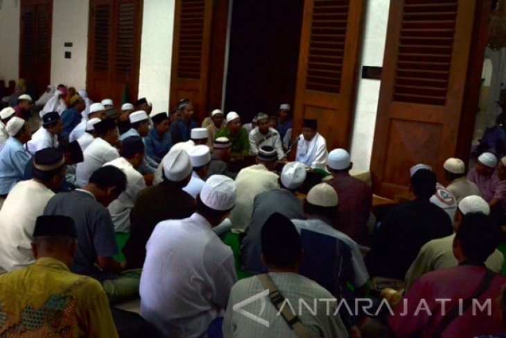 Ngabuburit Masjid Ampel
