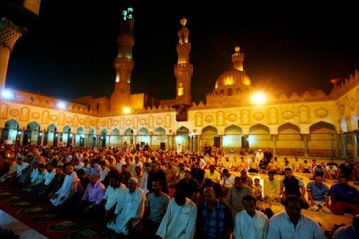 Egyptians enjoy happy and colorful Ramadan nights