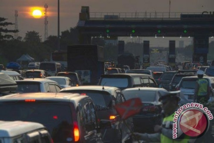 Arus Balik Jalan Tol Jakarta-Cikampek Masih Padat