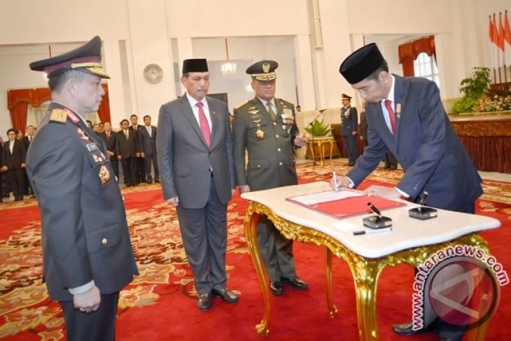 President Jokowi asks new police chief to focus on two things