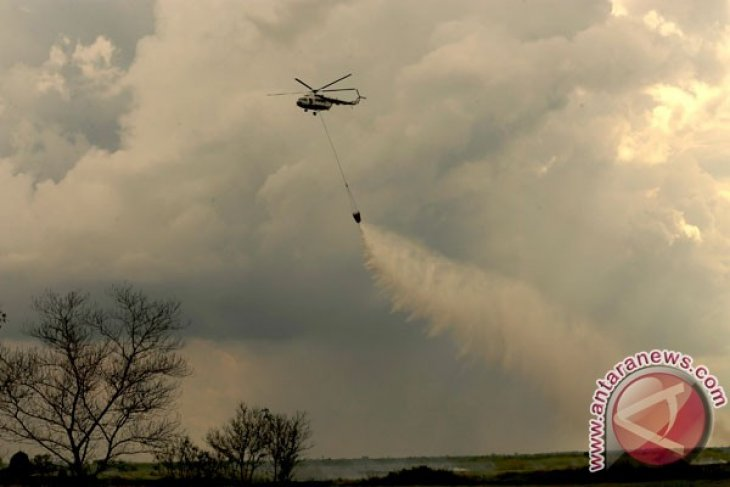 MI-8 helicopter deployed in Riau to put out wildfires