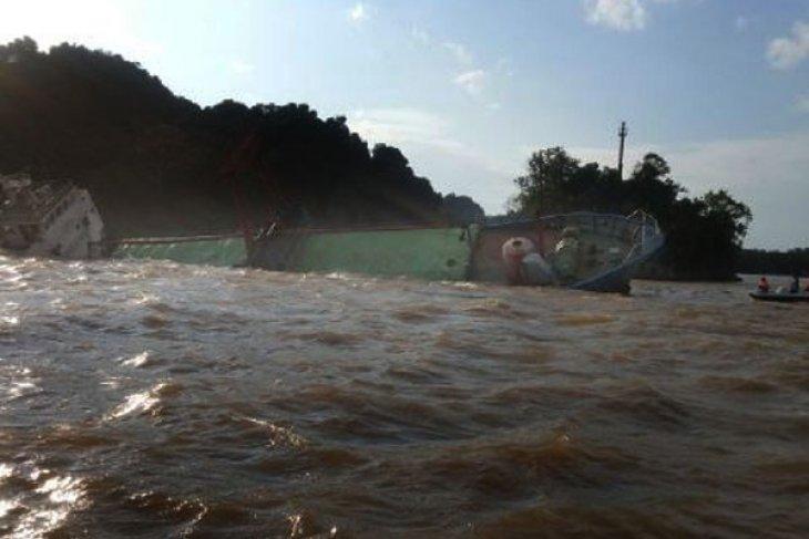Kapal Sinar Usaha Jaya 2 Tenggelam di Perairan Pemangkat
