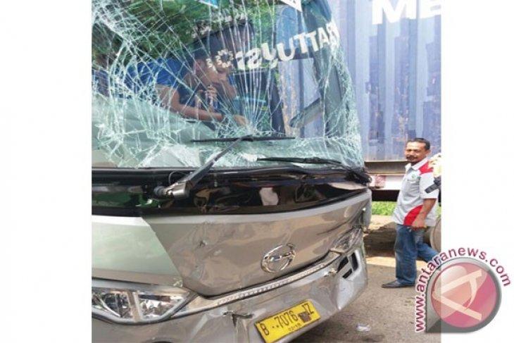 Bus Persib Alami Kecelakaan Di Tol Jakarta-Cikampek