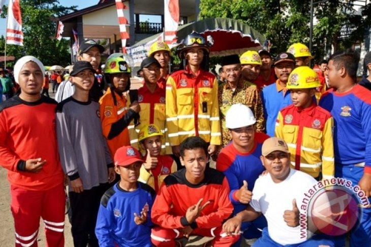 Damkar Unjuk Kebolehan Rebut Piala Bubati Banjar