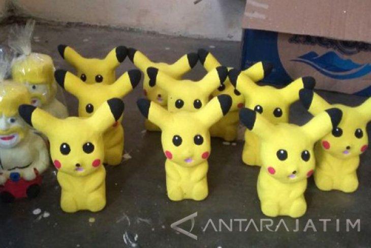Perajin Bojonegoro Produksi Boneka Gerabah