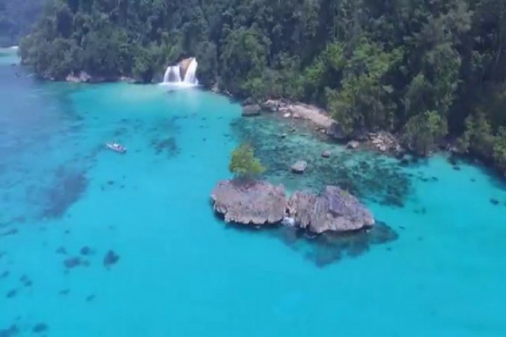 Beauty of Meyah waterfall in west papua still eludes many