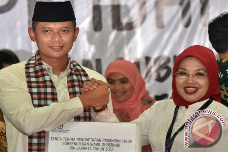 Agus Yudhoyono-Sylviana pair registers with Jakarta General Election Commission