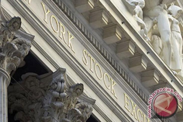 Wall Street beragam, Dow jatuh di atas 200 poin setelah PDB AS turun tajam