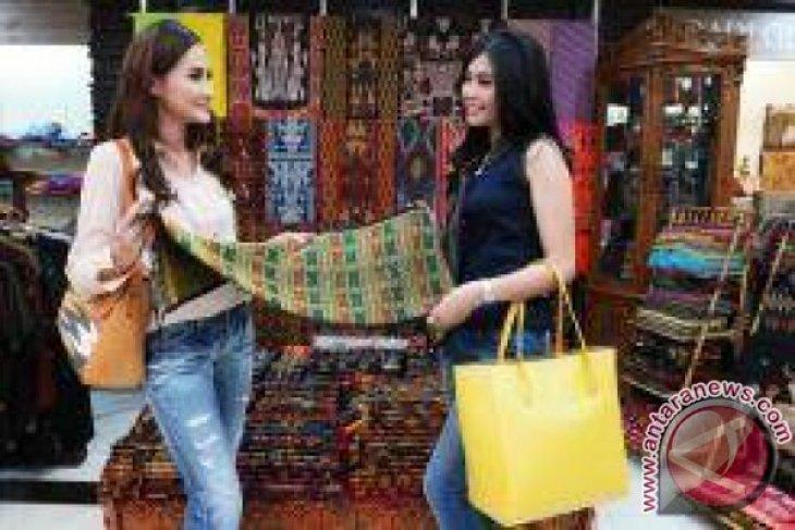 Sarinah celebrates National Batik Day