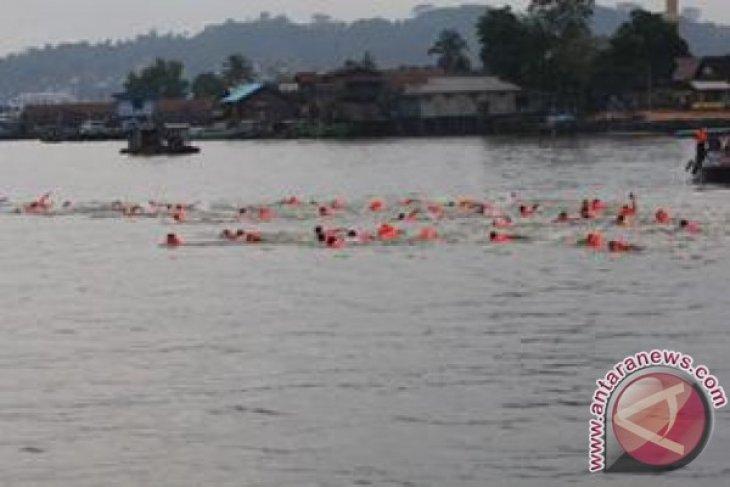 Lomba Seberangi Sungai Mahakam Meriahkan Fesma 2016