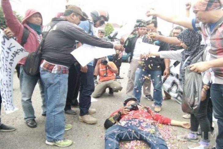 Wartawan Madiun Gelar Aksi Solidaritas Pemukulan Jurnalis