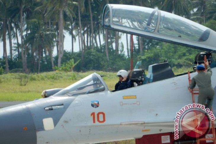 President jOKOWI witnesses airborne exercise in natuna islands
