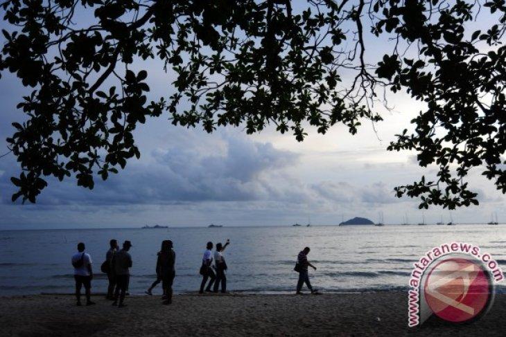 Pemkab Kayong Utara belum berencana tutup tempat wisata