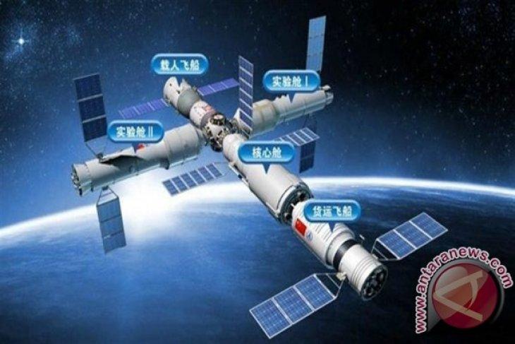 China Luncurkan Pesawat Luar Angkasa