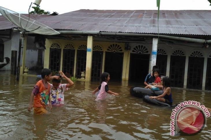 Dinsos Aceh Barat salurkan bantuan korban banjir