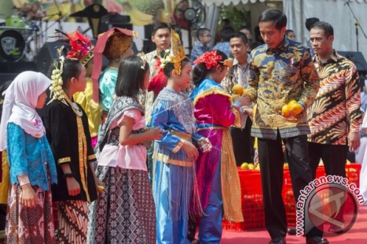 Presiden Jokowi Canangkan Gemar Makan Buah