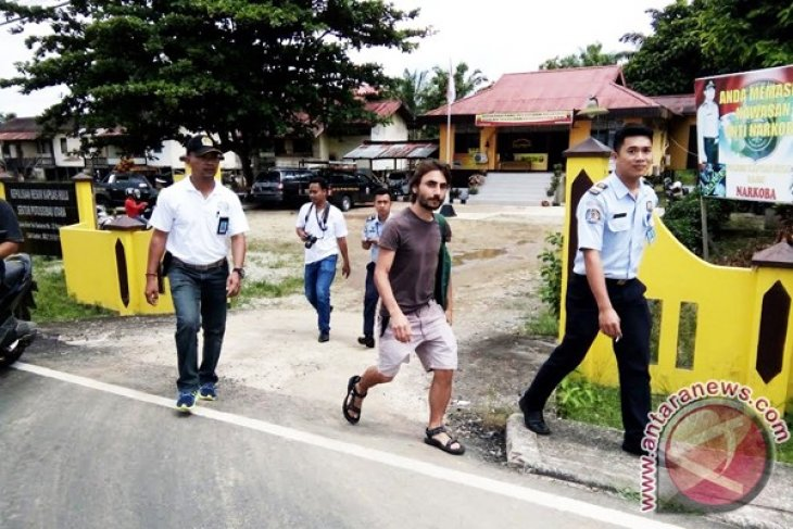 Nelayan Asal Myanmar Ditangkap Imigrasi Putussibau