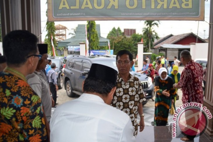 Bupati Batola Kunjungi Kafilah MTQ Di HST