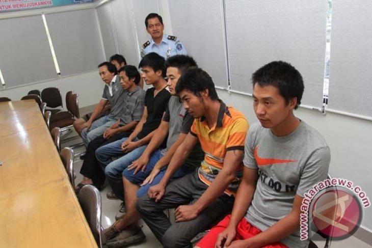 Imigrasi Samarinda Amankan 12 WNA China
