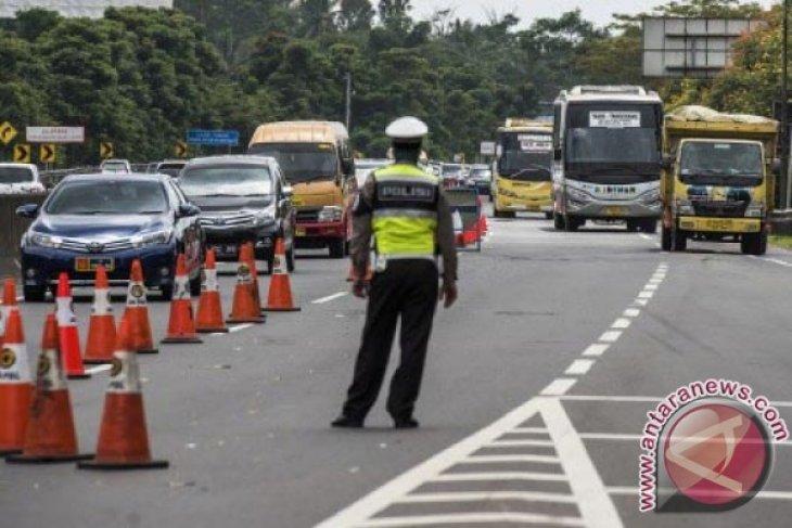 Akibat Perbaikan Jembatan Cisomang Jalan Arteri Purwakarta-Bandung Ramai
