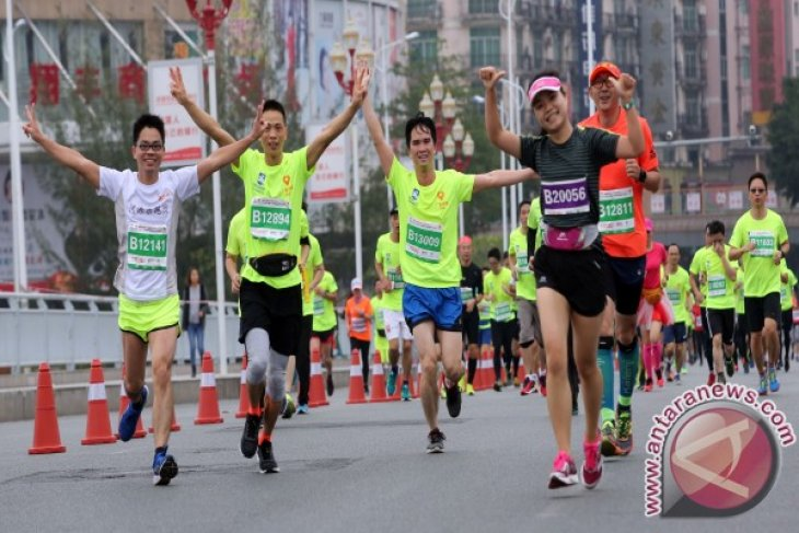 15,000 marathon runners run in Heyuan China