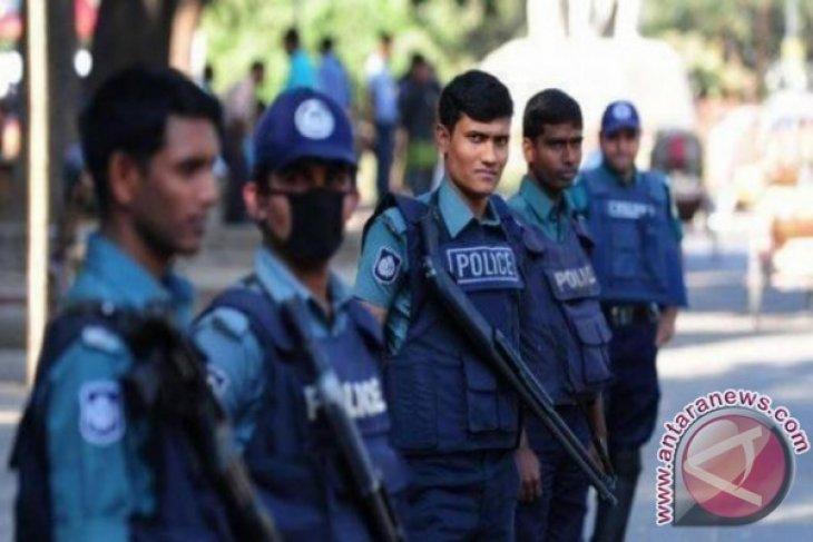 Polisi  Bangladesh bunuh 4 orang dalam bentrokan dengan buruh