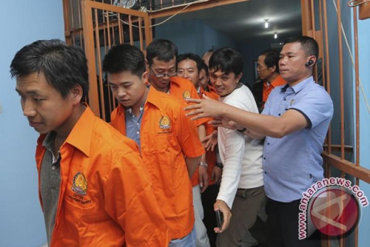 Immigration office of Palembang deports 10 Malaysian, Chinese nationals