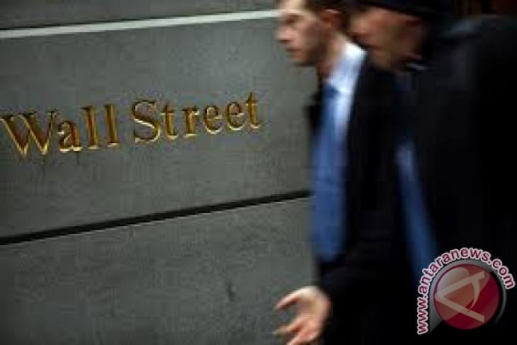 Wall Street sedikit melemah