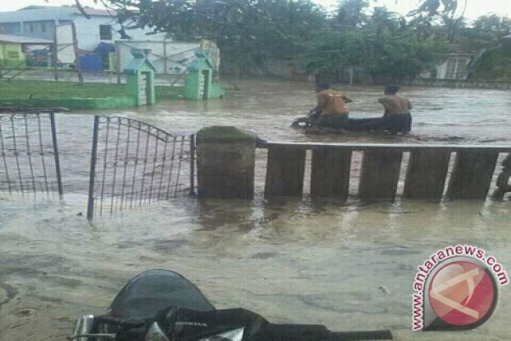 Bulog salurkan bantuan bagi korban banjir bandang di Bima